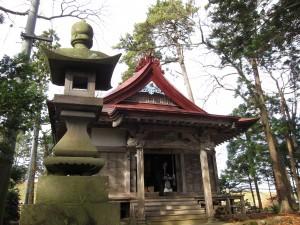 石灯籠と社殿